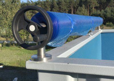 Mechanizm zwijający roletę UV