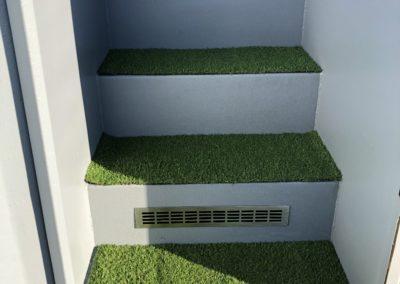 Schody wejściowe - przykład z trawą techniczną